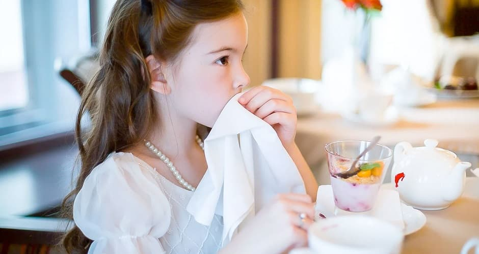 Как научить ребенка хорошим манерам?